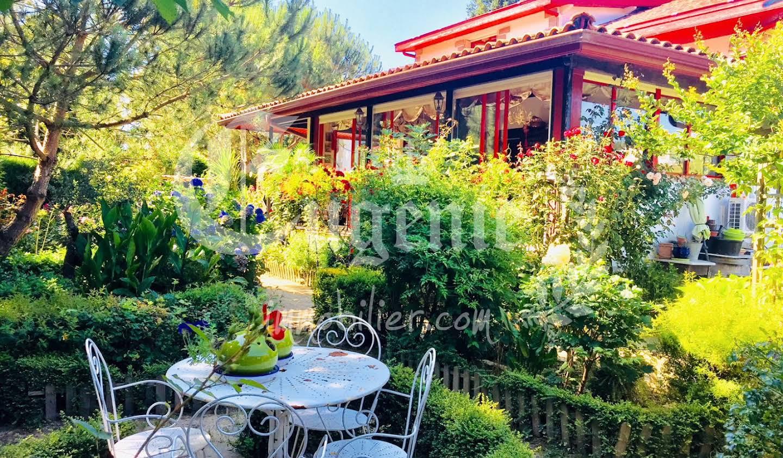 Property with garden Souraïde