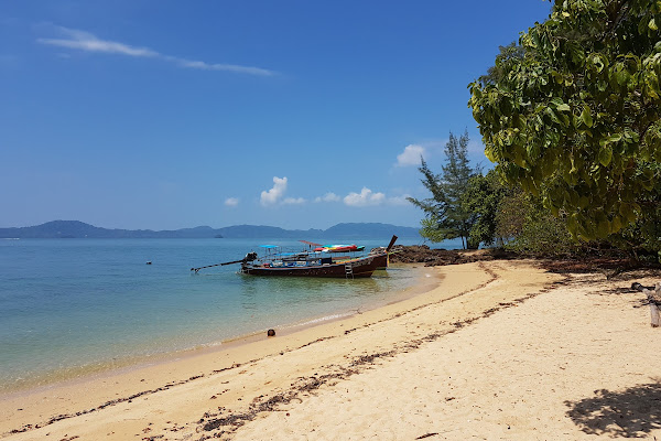 Stop at Koh Bu Bu with sandy beaches