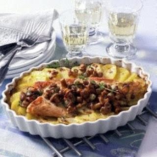 Kartoffel-Lachsgratin mit Rahm-Pfifferlingen