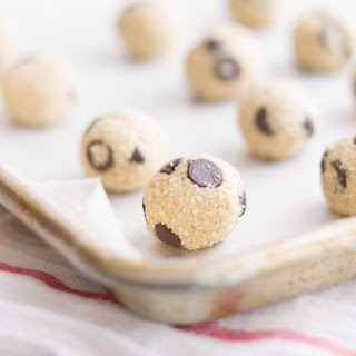 Raw Chocolate Chip Cookie Dough Balls