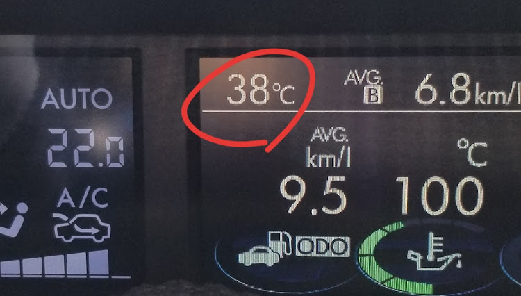 WRX S4 の警報,連日の猛暑,昼下がりの車内に関するカスタム&メンテナンスの投稿画像1枚目