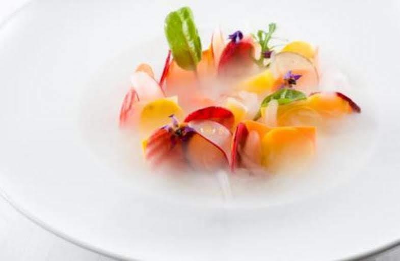 ミシュランフランス版三ツ星パリギーサヴォア料理ドライアイス