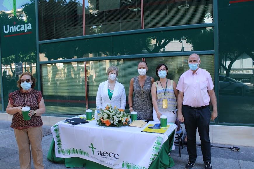 Mesa petitoria de la AECC-Almería.