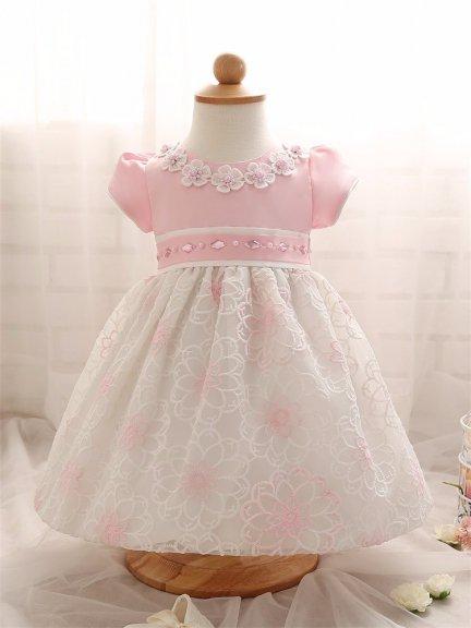 24+ uroczych fasonów sukienek na chrzest dla małej dziewczynki