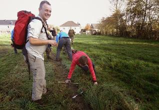 Photo: In Montzen is een aantal paadjes nogal verwaarloosd, en mét hinderpalen.
