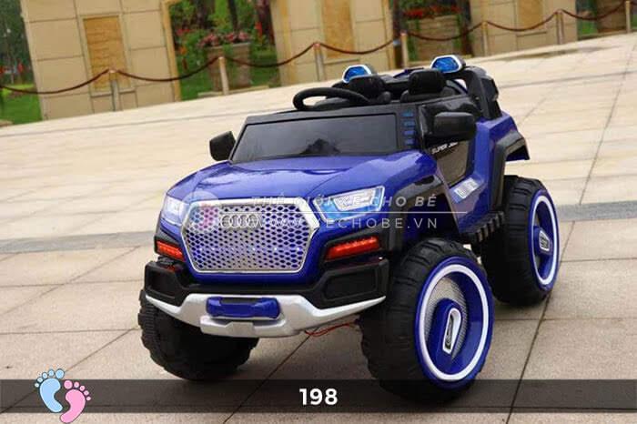 Siêu xe ô tô điện 4 động cơ 198 8