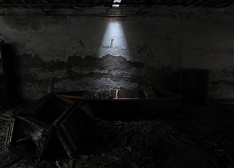 una luce dall'alto di mousix