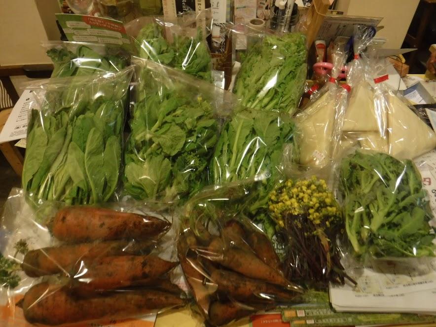 ひだまり Cafe nukunukuさんにお届けしたお野菜セット 多めに採れた小松菜と白菜は2袋ずつです。