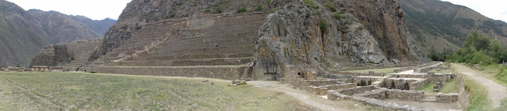 Photo: Ollantaytambo. To the righ, some house ruins on the valley floor.
