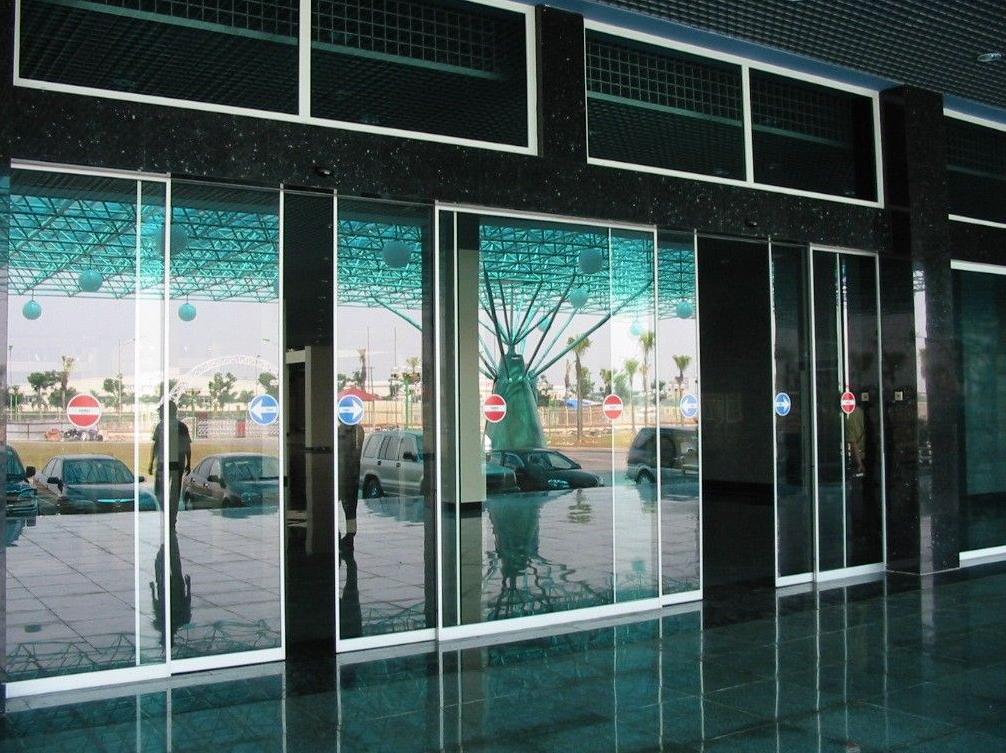 Hãy đến với thietbitudong.net.vn để dễ dàng lựa chọn loại cửa kính tự động phù hợp với nhu cầu của doanh nghiệp mình