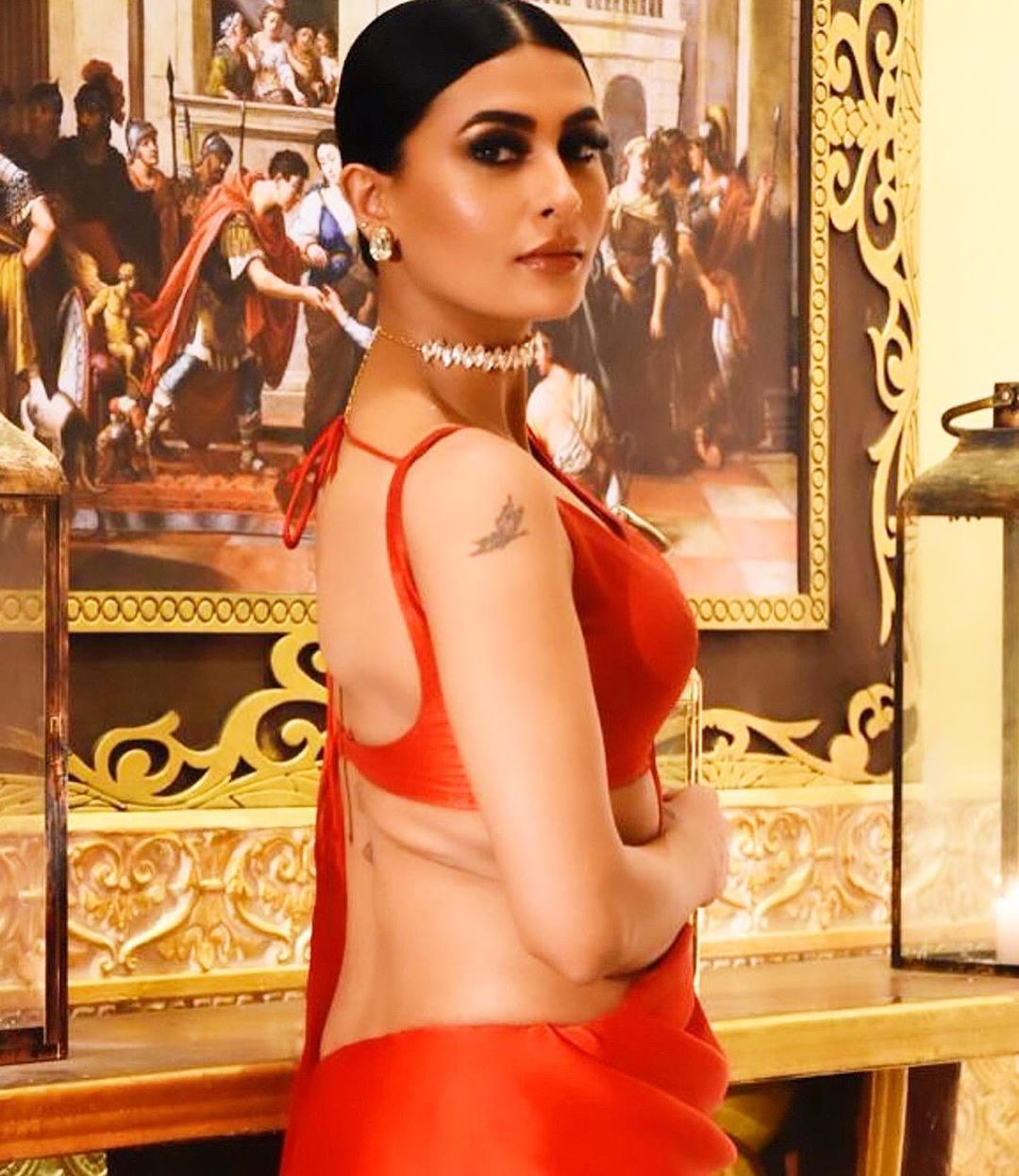 Pavitra Punia latest backless blouse photos Navel Queens