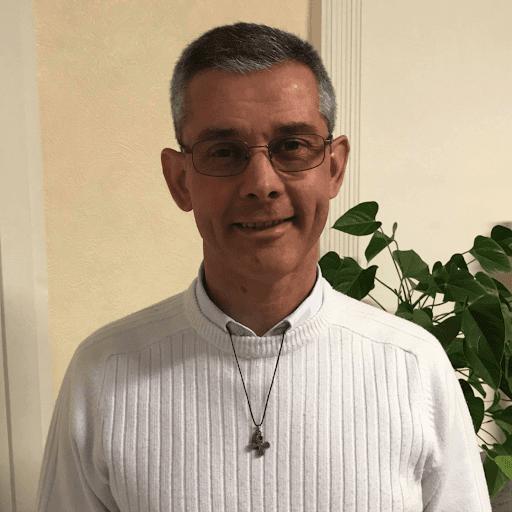 Père Emmanuel Jamin participe au Cross Ouest France pour soutenir L'Arche La Ruisselée.