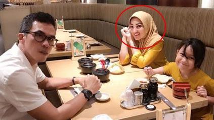 10 Potret Yuliana, Mantan Istri Haji Muhammad yang Nggak Kalah Cantik dari Meggy Wulandari - KapanLagi.com