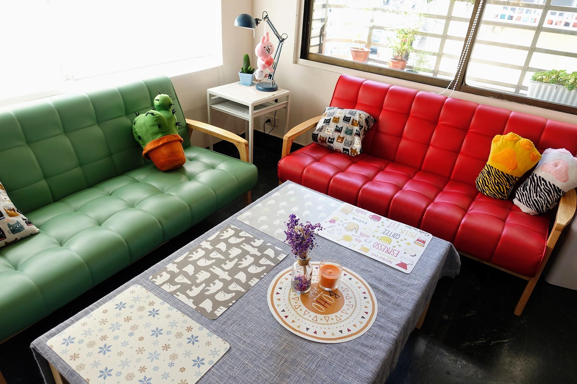但我覺得這個沙發最對整家店的配色氣氛