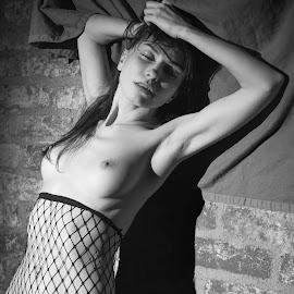 Viky by Michaela Firešová - Nudes & Boudoir Artistic Nude ( nude, black and white, female )