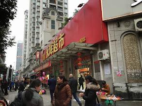 Photo: 街中のスーパーマーケットへ。