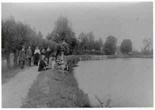 Photo: 1915 Natuurhistorische Vereniging, ontspannen poserend aan de Mark, op het zogeheten jaagpad