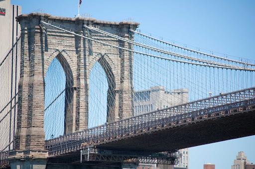 brooklyn-bridge3-new-york.jpg - The Brooklyn Bridge connects Manhattan with Brooklyn.
