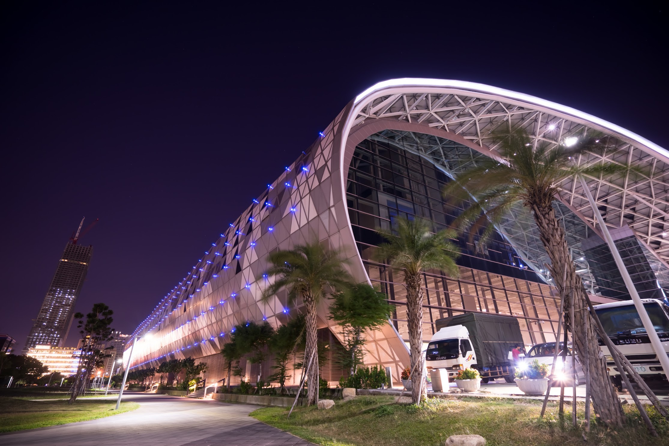 Taiwan Kaohsiung Exhibition Center night view1