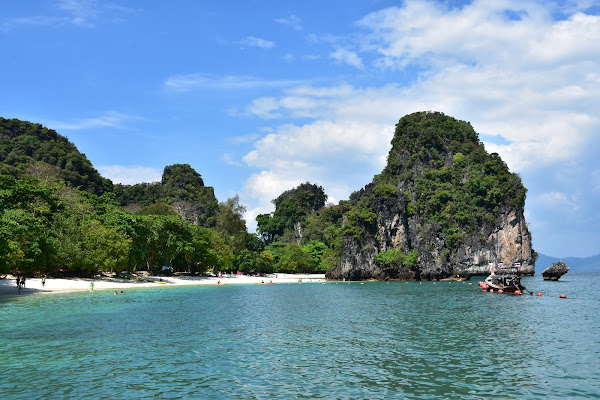 Stop at the main island called Koh Hong