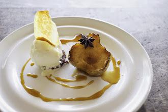 Photo: Pear with homemade vanilla icecream