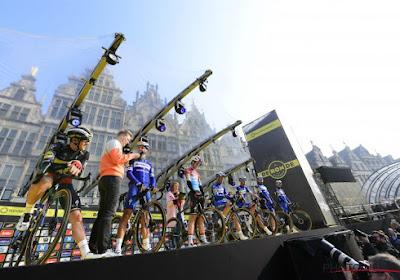🎥 Grote Markt in Antwerpen ontploft wanneer renners van Deceuninck-Quick.Step het podium betreden