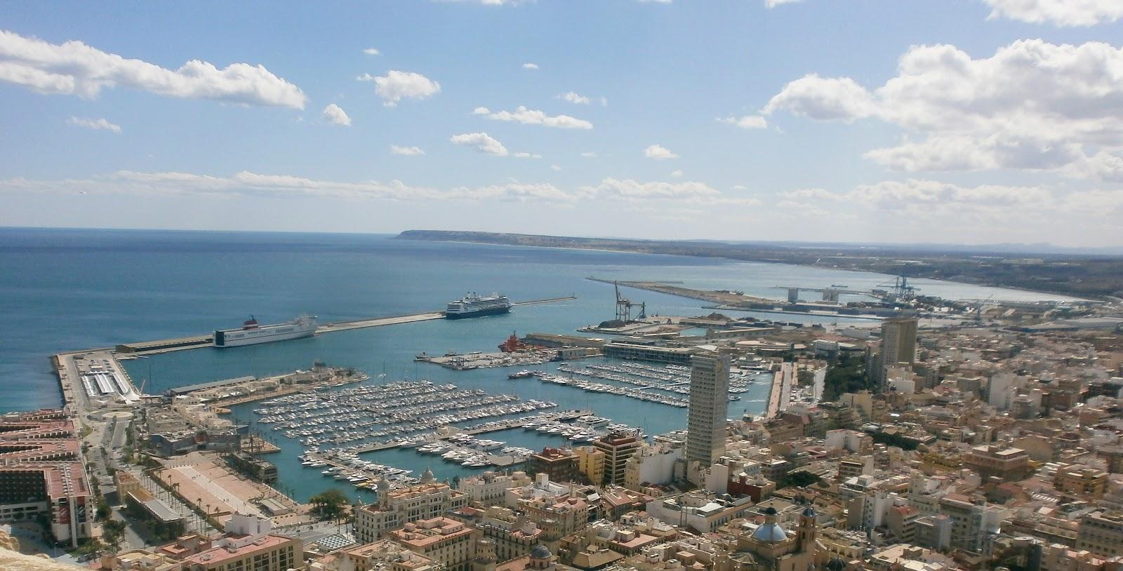 File:Puerto de Alicante,