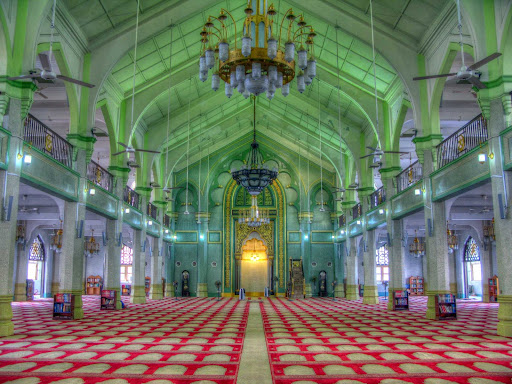 singapore.jpg - Masjid Sultan, or Sultan Mosque, is located at Muscat Street and North Bridge Road in Singapore.