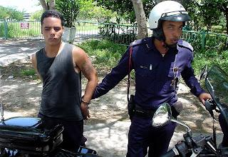 Photo: police arrest a suspected thief near beach east of havana. Tracey Eaton photo.