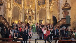 Más de un centenar de profesores de religión junto al obispo, el delegado episcopal y el canónigo en la Catedral.
