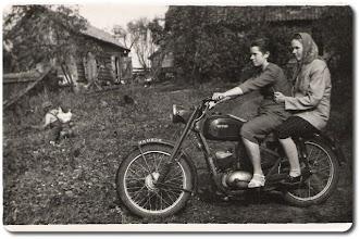 Photo: Z tyłu na motorze: Bednarczyk Zofia