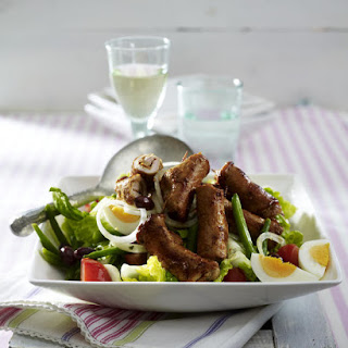 Salad Niçoise with Steak Rolls