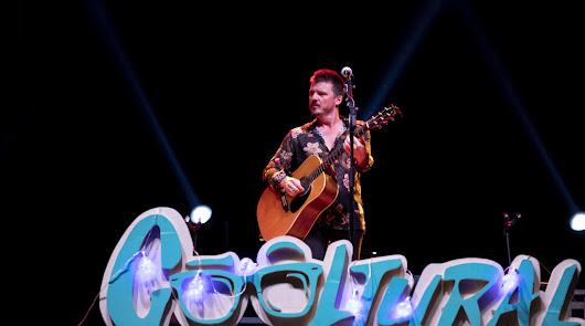 Coque Malla vence en su cruzada ante lo imposible con un emocionante concierto
