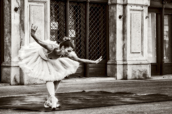 Time to dance di Sara Jazbar