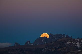Photo: West: Eclipse Moon Set Under Belt of Venus