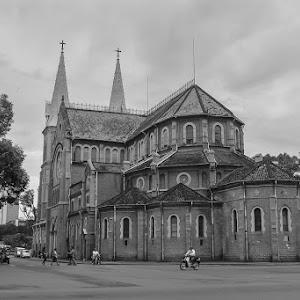 Notre-Dame HCMC BW-1.jpg