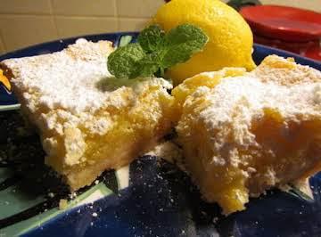 Powdered Sugar Dusted Lemon Bars