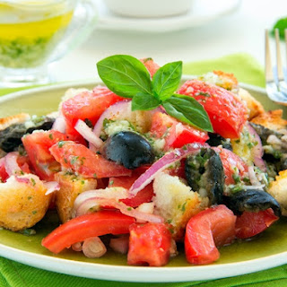 Tuscan-style Tomato Hearty Salad