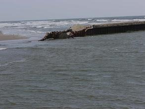 Photo: 木戸川河口の破壊された堤防。