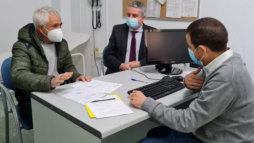 Imagen de la visita a los centros de salud.