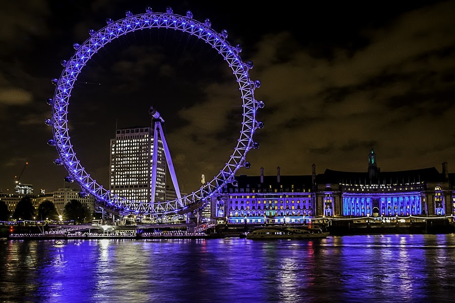 London Eye by Nizam Akanjee - Buildings & Architecture Public & Historical ( london eye, world's tallest ferris wheel, millennium wheel, 1999, night, lights, , city )
