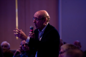 """Photo: Ken Feinberg asks a question during the closing conversation, """"Leadership for the Future: Where Will It Come From?"""" Saturday, Nov. 17 at the RAND Politics Aside event in Santa Monica."""