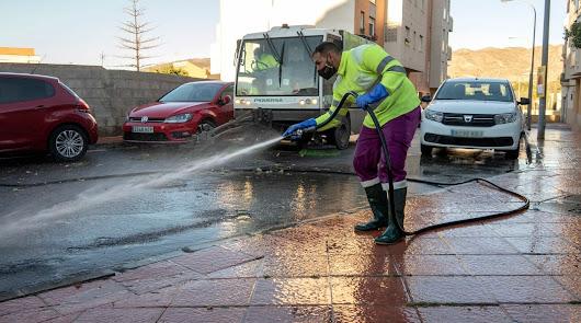 El dispositivo especial de limpieza intensiva municipal arranca en Retamar