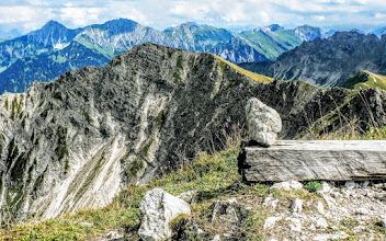 Photo: Gipfel Rotspitze L=54: 16,5 km + 1,210 hm + 7 h Blick Hochvogel links, davor Breitenberg 1.893 m -  Wanderbericht: https://pagewizz.com/wandern-hindelang-rotspitze-mitterhausalp/