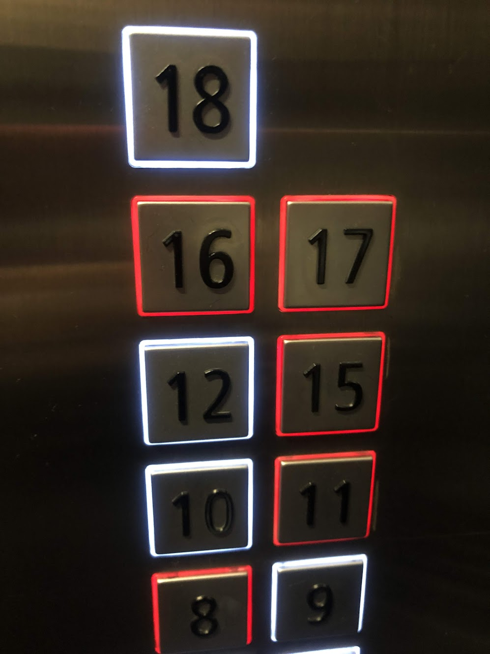 엘레베이터 버튼의 색깔
