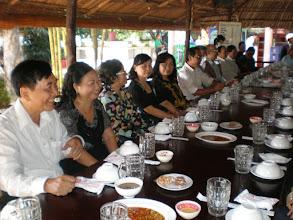 Photo: Thầy Sự và phu nhân, kế bên là cô Diệp, cô Mai