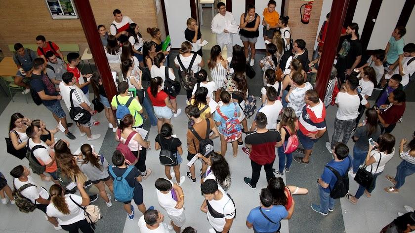 recibimiento de los alumnos Erasmus en el campus de la UAL.