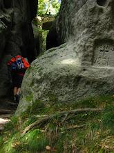Photo: Nie zwlekając podążamy na górę Oybin, której kopuła góruje nad miastem. Znajdują się tam ruiny czeskiego zamku królewskiego z XIII w. i klasztoru celestynów z 1369r.