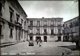 Photo: Piazza Plebiscito - A chjazza suttana #AielloCalabro Collezione Lilla Degiglio