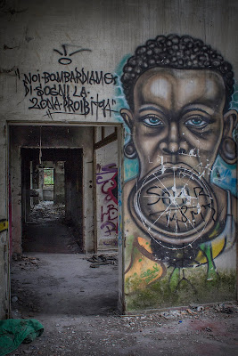 noi bombardiamo di sogni la zona proibita, la luce in fondo al tunnel di massimo bertozzi